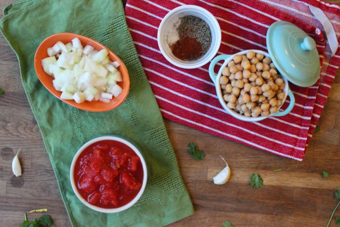 spicy tomato chickpeas ingredients